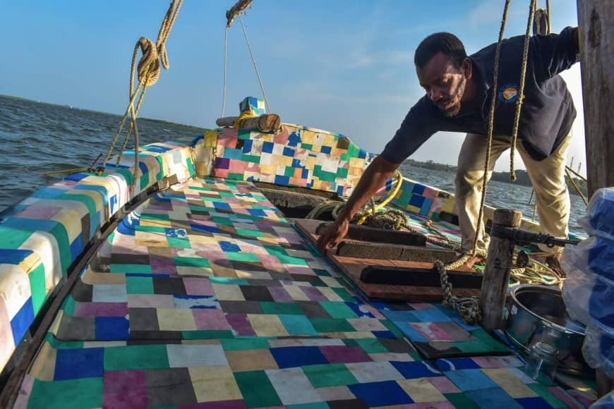 En Bote Hecho De Toneladas Plástico Kenia 10 Recicladas Construyen N0wmn8